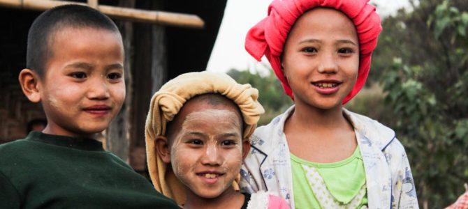 MYANMAR: El país de las sonrisas de thanaka